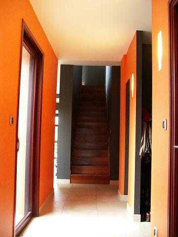 perspective sur l'escalier depuis l'entrée